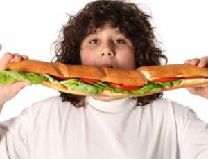 Итальянские дети все чаще страдают от лишнего веса / Средиземноморская диета уступает место фаст-фуду