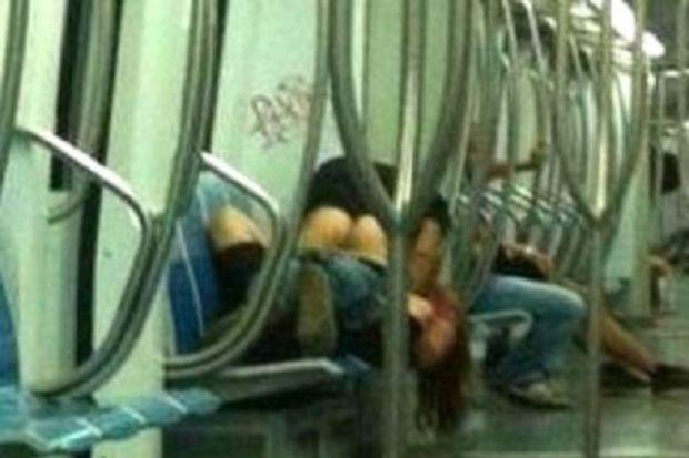 Новый Регион: Сладкая жизнь в Риме: прилюдный секс в метро (ФОТО) .