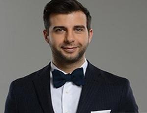 Famoso conduttore televisivo russo cade dalla sedia in diretta (VIDEO) / Mai più ubriaco in studio! � commento dello showman