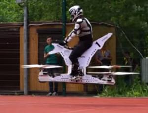 Progettisti russi hanno sviluppato hoverbike – la moto volante (FOTO, VIDEO) / La prima hoverbike russa è decollata dalla città di Skolkovo