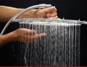 Miracolo a Riga: alcol puro dalla doccia / Ma si tratta di un distillatore abusivo