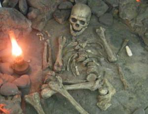 Kazakistan: trovati i resti di un antico guerriero in uno scantinato / La datazione della sepoltura risale a due mila anni fa