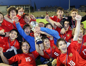 Calcio «made in Russia» per l'esportazione / Calciatori junior russi cercano fortuna in Europa